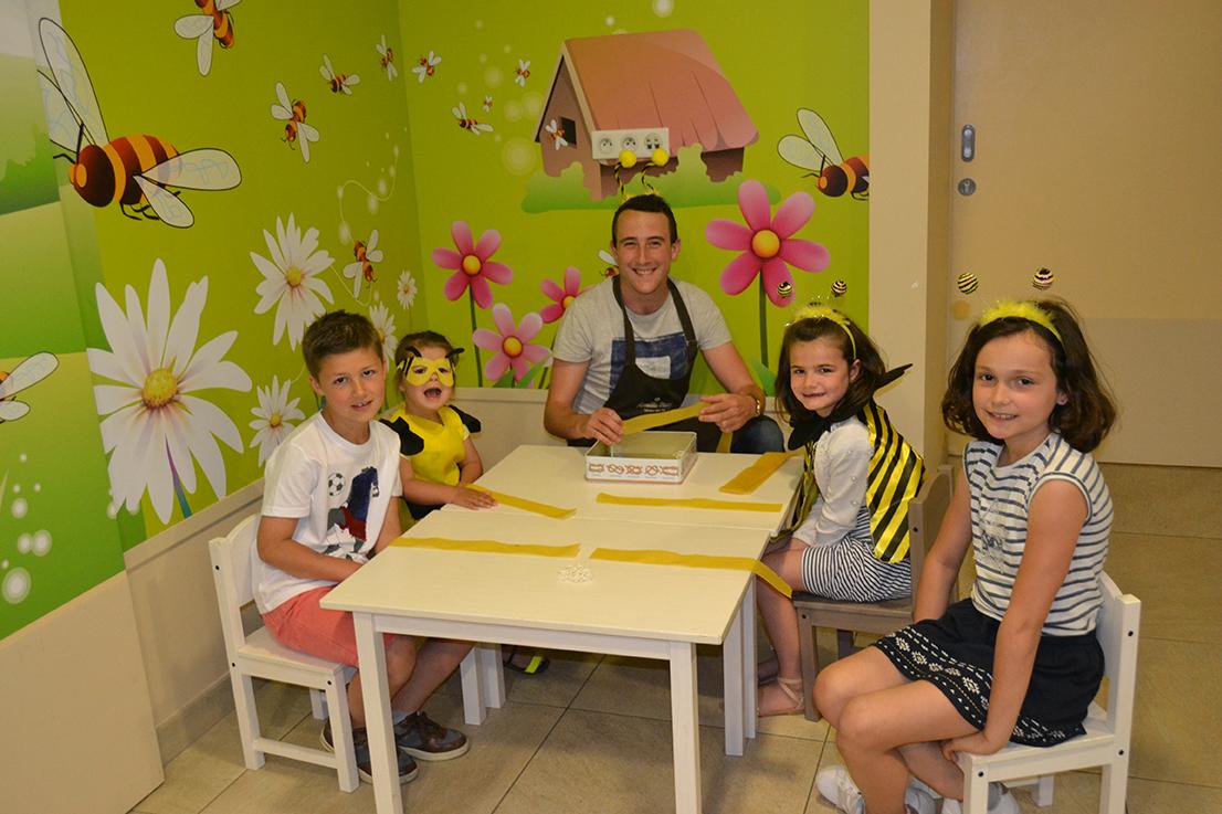 Atelier pour les enfants de fabrication de bougie